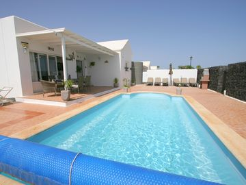 Superb villa, secluded, on one level,with heated pool, wi-fi,and full TV package