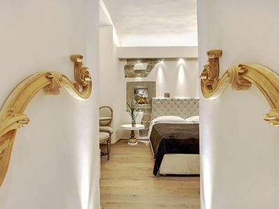 Photo for Stile Signoria apartment in Duomo with WiFi, integrated air conditioning (hot / cold) & lift.