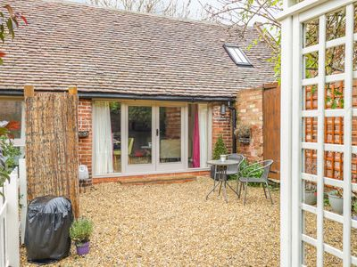 Photo for THE BOLT HOLE, luxury holiday cottage in Tiddington, Ref 998511