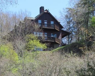 Welcome to the Grey Heron house, overlooking the Toccoa River.