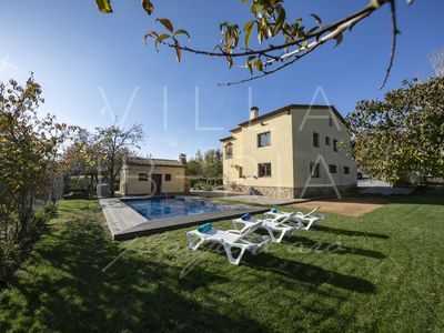 Photo for Traditional house, 11 places, WIFI, pool, lake view