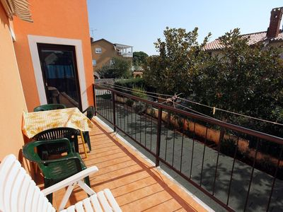 Photo for Two bedroom apartment with terrace and sea view Banjole (Pula)