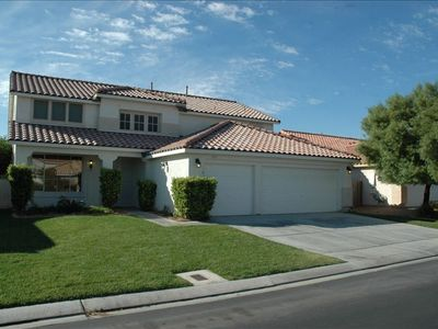 3200 Sqft - 3 Car Garage - Private neighborhood near the Strip!