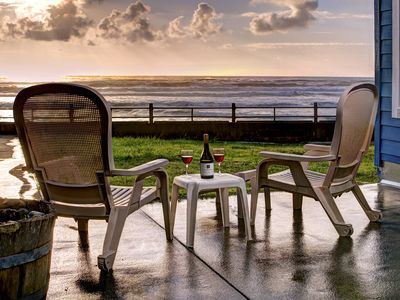Photo for Enjoy Lincoln City's Oceanfront 'Sand Gate' w/ direct beach access & hot tub!