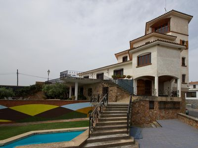 Photo for Charming villa for large groups with private use of pool, tennis and garden
