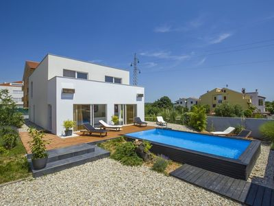 Photo for Modernly decorated villa Brigita in Rovinj with swimming pool near the beach