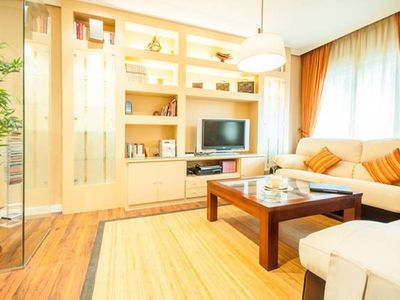 Photo for BEAUTIFUL & CHARMING, CASTILLA / CHAMARTIN / 2 rooms / 4people, free wifi, metro