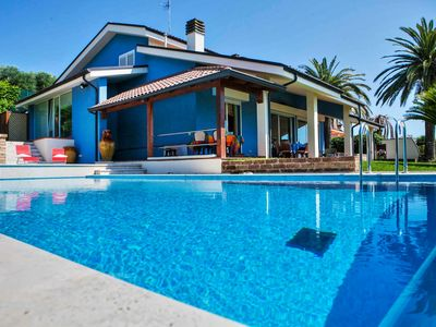 Photo for Wonderful villa with pool and sea view, 5 km from the beaches of San Benedetto