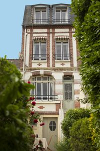 Photo for Charming, well-equipped, comfortable townhouse centrally located in Honfleur