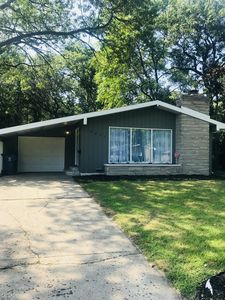 Photo for Wonderful Miller Beach Hoosier Style Home 4 bed 2 bath close to casinos & train