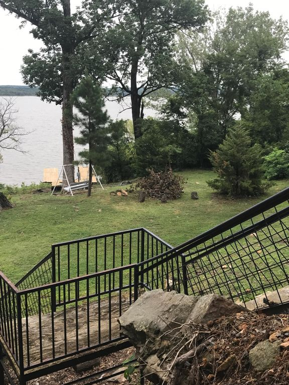 Secluded Cottage on Lake Ft Gibson with Private Boat Dock/Tram