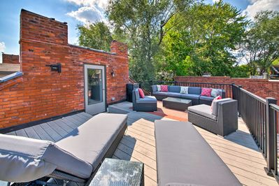 Book this stylish St. Louis vacation rental townhouse that sleeps 10.