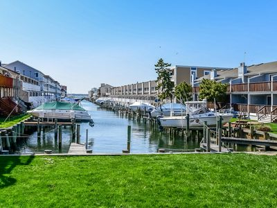 Photo for Vibrant Bayside Condo with Views of the Water