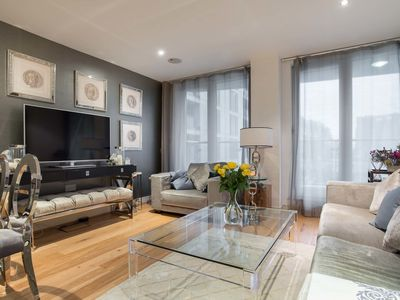 Photo for Stylish apartment sleeping 6, located close to the Thames, leafy Fulham (Veeve)