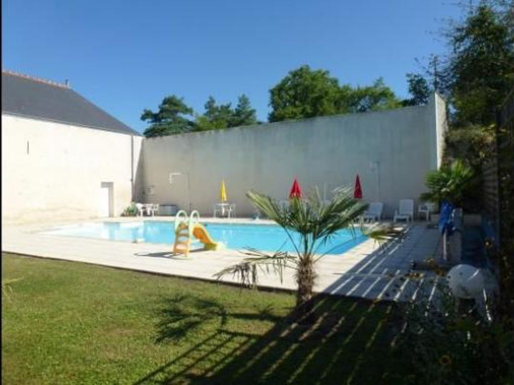 Lovely Loire Valley apartment with 2 bedrooms and views across a green garden and shared pool