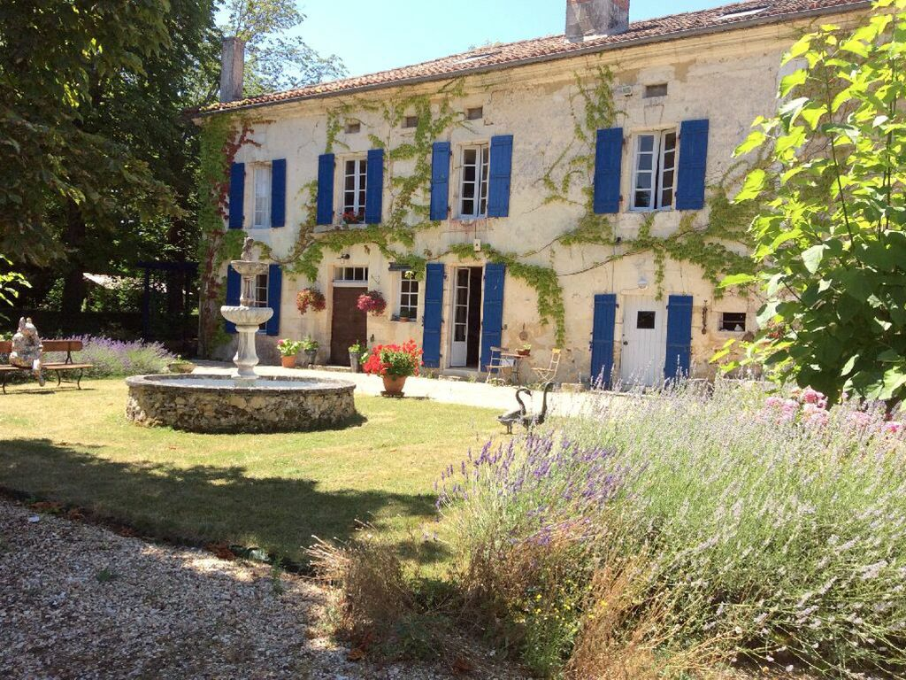Amazing Domaine Le Repaire With 5 Holiday Cottages, 2 Swimming Pools, Tennis In  Dordogne