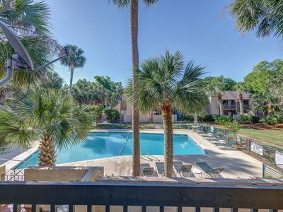 Photo for Stunning remodeled Beach Club villa. Pool Views. Sleeps 6. Walk to the beach.
