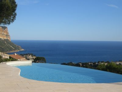 Photo for HOUSE WITH OVERFLOWING SWIMMING POOL OVER A MARVELLOUS SEA AND  PICTURESQUE CASSIS BAY SIGHT