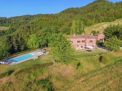 Photo for Villa with swimming pool and panoramic view of the Apennines