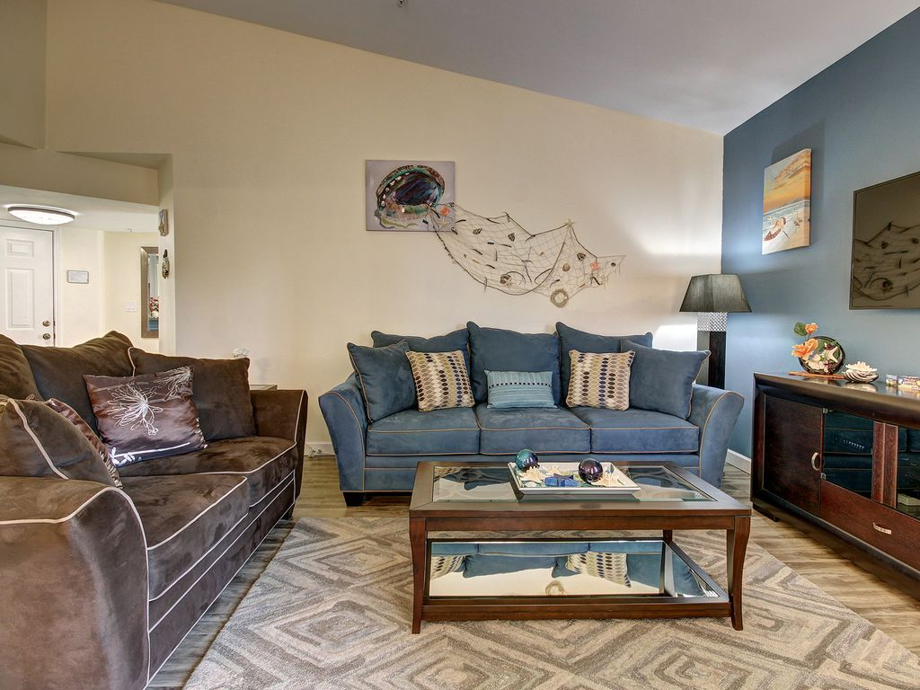 avalon at clearwater royal marina luxury vrbo living room queen size sofa sleeper