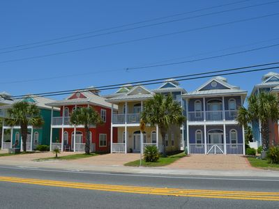 Photo for Cute Cottage Next To Pier Park, Steps to the Beach, Gulf View !!