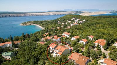 Photo for Apartment with 2 bedroms, peaceful neighbourhood, 100m away from beach