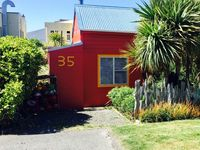 Authentic Bluff cottage centrally located