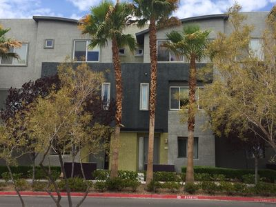 Beautiful 3 Story Townhouse In Gated Community