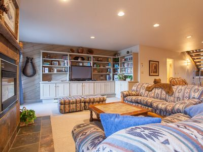 Photo for Big Family Home w/ 2400sqft of Space - 250ft to Slopes - Disc Lift Tickets Avail