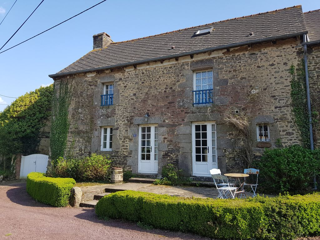La maison blanche a lovely rustic farmhouse with a swimming pool guilliers
