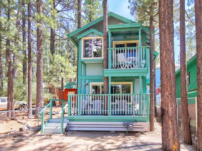 Photo for NEW LISTING! Cozy dog-friendly cabin near shops, restaurants, lake & skiing