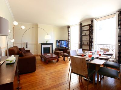 Photo for Bright apart., 3 min from Champs Elysées. 2 bedrooms + Living room. 4-6 people.