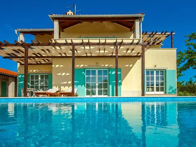 Photo for heated swimming pool, jacuzzi, 2 tennis courts