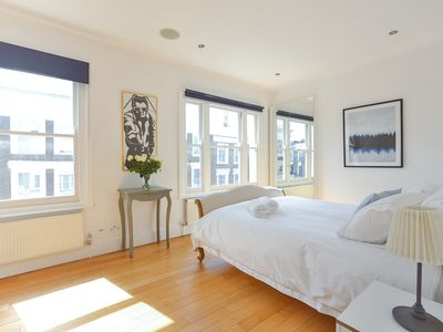 Photo for Stunning & spacious 2bed apartment + private roofdeck in trendy Notting Hill