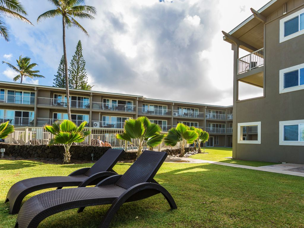 4/15-19 Open! 2 Bedroom with Pool, Steps to Beach and Walk to Restaurants!