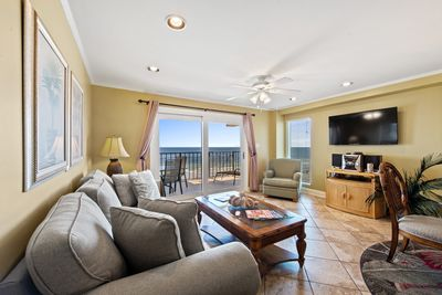 VERY LARGE LIVING & DINING AREA WITH AWESOME VIEWS OF THE BEACH.