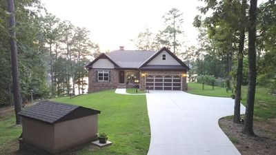 Relax in Comfort, Family Friendly, Lakefront Custom Home