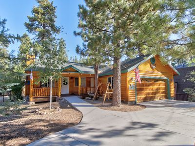 Photo for Charming cabin with a private hot tub, close to downtown & skiing!