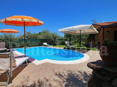 Photo for Private pool, large Garden, Terrace, Air conditioning, Wi-Fi, near the Sea.