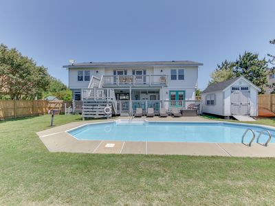 Photo for Kayak the bay, Quick walk to beach! Pool and Dog-friendly! Sleeps 12!