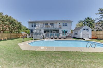 BEAUTIFUL bayside home LOADED with fun! - Surf & Sound is made for the best of family beach vacation fun for all ages. Located on the bay with boat ramp and dock, pool, and cabana, and all just a short walk to the beach!