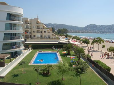 Photo for Apartment in Roses in front of the sea. Swimming pool, parking, Wifi.
