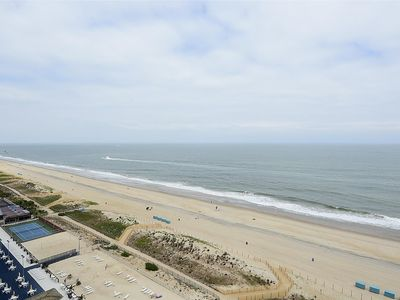 Photo for FREE DAILY ACTIVITIES! LINENS INCLUDED*! Bright, comfortable and fresh direct ocean front 3 bedroom, 2 bath, condo with many upgrades