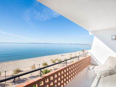 Photo for Beautiful design apartment in front of sea.