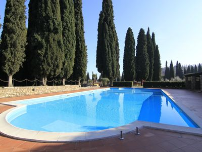 Photo for Large apartment in a charming villa, swimming pool, porch, wi-fi, parking