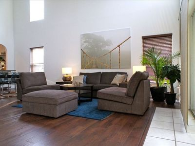 Living room pic 1