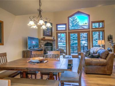 Discounted lift tickets! Gorgeous Steamboat Townhome Close To The Lifts!