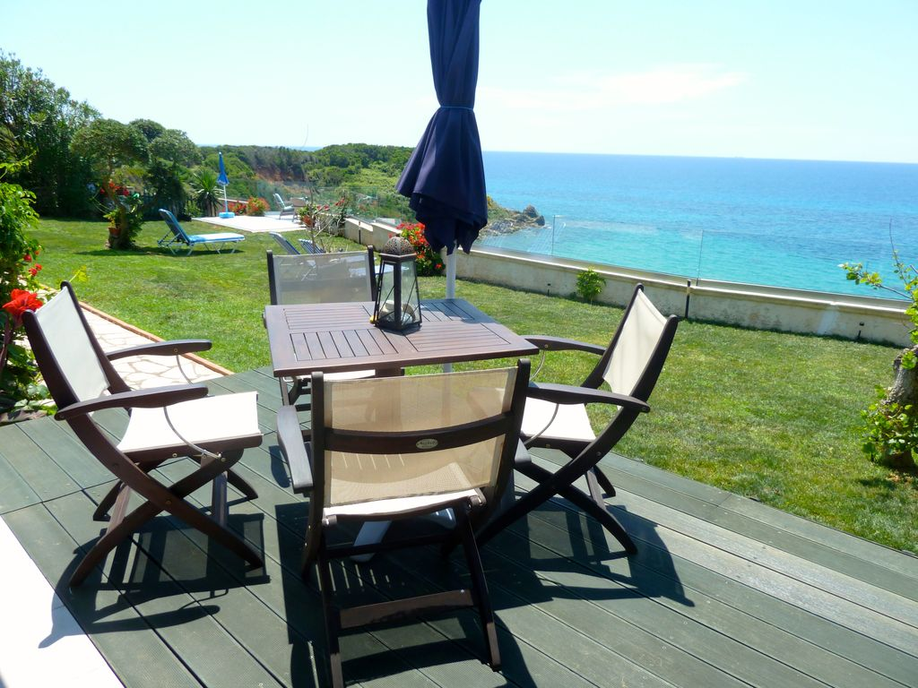 SEAHORSE BAY BEACH VILLA : LUXURY SEASIDE VILLA, VERY PRIVATE, WITH ...