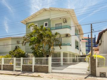 Cozy apartment near the sea Bom Jesus waterfall