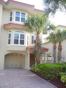 Photo for Fantastic 3 Bedroom, 2.5 Bathroom Condo across from the beach. Two pools and spa